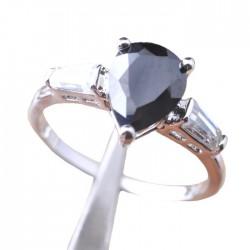 Кольцо с черным ониксом и топазами