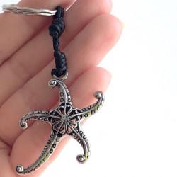 Плетеный брелок с морской звездой